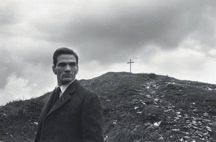 Pier Paolo Pasolini al monte dei cocci, Roma, 960 © Archivio Paolo Di Paolo (Collezione Fotografia MAXXI)